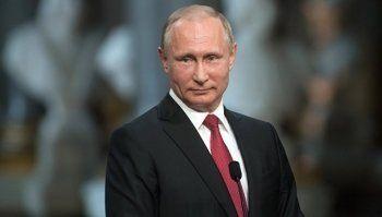 «Коммерсантъ» анонсировал выдвижение Путина в президенты «в два этапа»
