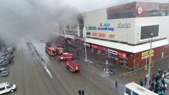 Спасатели продолжают находить погибших в сгоревшем ТЦ в Кемерове. Официально подтверждена гибель 37 человек, ещё десятки пропали без вести