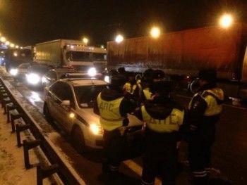 Полиция заблокировала колонну дальнобойщиков на подступах к МКАДу