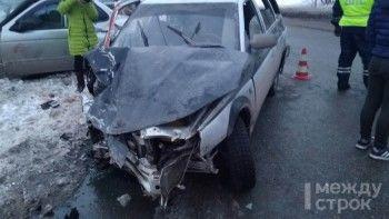 В Нижнем Тагиле в лобовом ДТП пострадала женщина и двое детей (ВИДЕО)