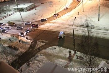 Полиция перекрыла улицу Островского