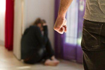 Госдума отменила уголовное наказание за побои в семье