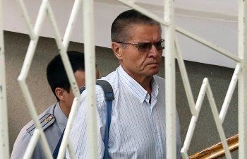 Суд оставил Улюкаева под домашним арестом до конца января