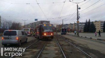 В Дзержинском районе Нижнего Тагила из-за схода вагона парализовано трамвайное движение