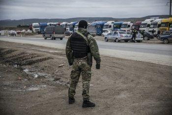 Росгвардия отвела бронетехнику от протестующих дальнобойщиков в Дагестане (ВИДЕО)