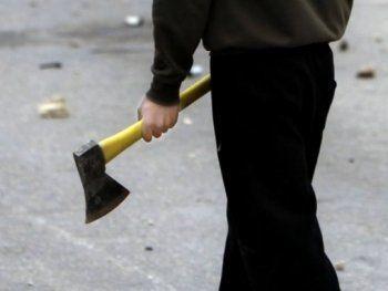 Мужчина с топором ходил по Нижнему Тагилу в поисках денег