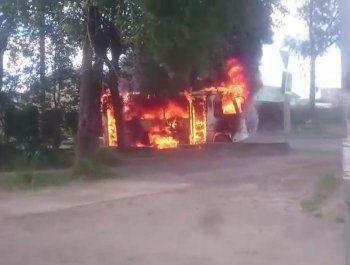 В Нижнем Тагиле сгорел рейсовый автобус (ВИДЕО)