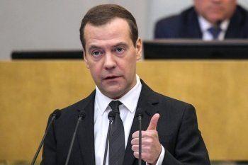 Медведев пообещал поднять минимальную зарплату до прожиточного минимума за два года