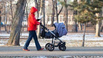ВИЧ-инфицированным россиянам разрешат усыновлять детей