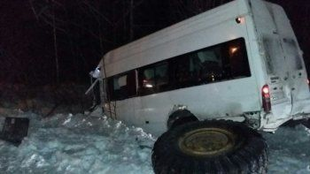 Рейсовый автобус из Нижнего Тагила столкнулся с грейдером. Семь человек ранено