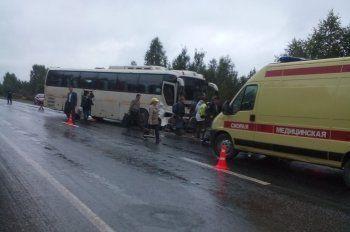 Автобус с 38 пассажирами попал в аварию на трассе Екатеринбург-Тюмень