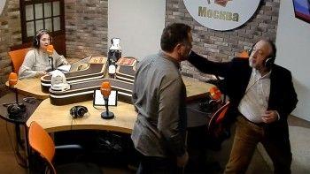 Журналисты Николай Сванидзе иМаксим Шевченко подрались вэфире радио «Комсомольская правда» из-за «Смерти Сталина»