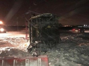 Под Екатеринбургом грузовик сприцепом разорвало на части