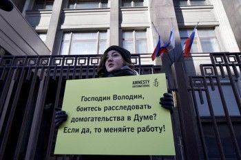 Профсоюз журналистов призвал иностранные СМИ необращаться кдепутату Слуцкому закомментариями