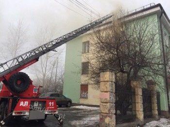 В пожаре в жилом доме на проспекте Вагоностроителей пострадали два человека