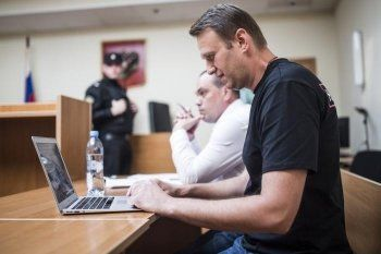 Навального оштрафовали на 300 тысяч за организацию раздачи листовок