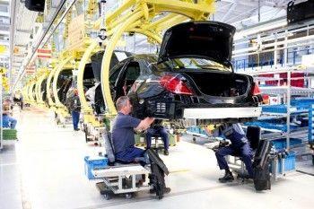 Чиновники пересядут на «отечественные» лимузины. Несмотря на европейские санкции, Mercedes хочет открыть производство в России