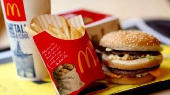 В Екатеринбурге закрыли второй McDonald`s. Представители сети считают, что им мешают работать