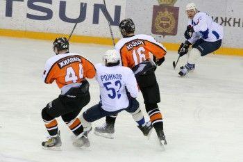 «Спутник» проиграл «ТХК» в первом матче 2015 года