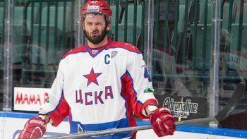 Известный тагильский хоккеист буянил во время матча и грубил судьям