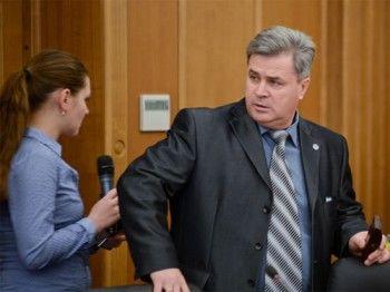 Znak.com: экс-депутат Кинёв насильно заставил свою жертву переписать на него квартиру