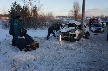 На Южном подъезде ВАЗ-2114влетелв столб. Водитель погиб на месте (ВИДЕО)