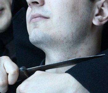 В центре Нижнего Тагила человеку перерезали горло