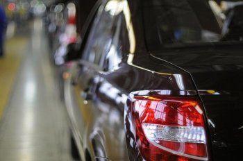 Минпромторг будет выдавать субсидии на покупку российских автомобилей за рубежом