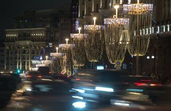 Мэрия Москвы покупала новогодние гирлянды в пять раз дороже реальной стоимости. Депутат Госдумы обратился в СК с просьбой проверить подозрительную закупку