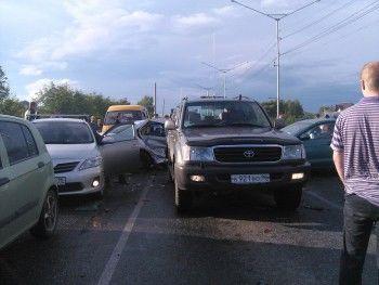 На Гальянке водитель на огромной скорости въехал в колонну машин (ВИДЕО)