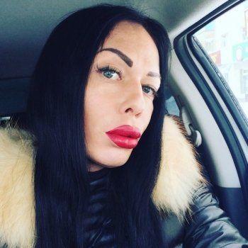 «Звезду» YouTube - транссексуала Анжелу - зарезали ножом