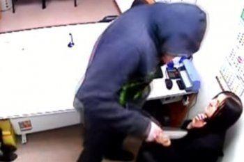 В Нижнем Тагиле мужчина с ножом напал на продавца торгового павильона