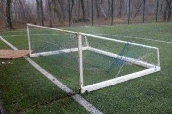 В Свердловской области футбольные ворота придавили ребёнка