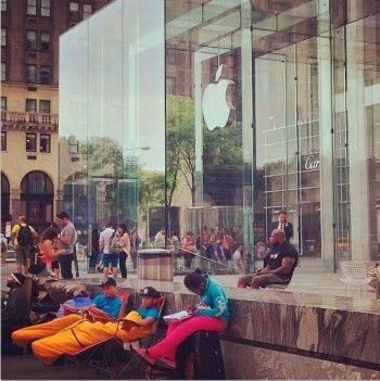 Американское безумие: iPhone 6 ещё не анонсирован, но покупатели уже выстроились в очередь