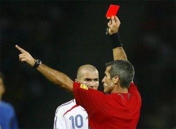 Футболист застрелил судью из-за красной карточки