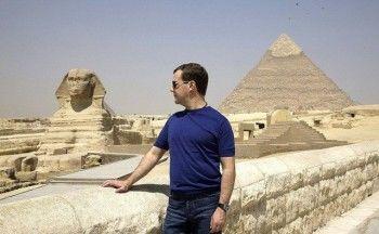Медведев заявил, что россияне обязаны ездить в Египет
