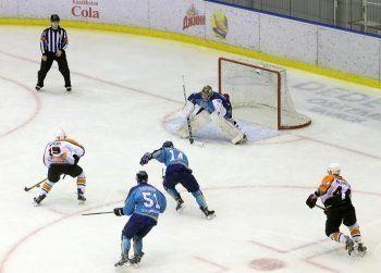 ХК «Спутник» уступил в последней игре выездной серии