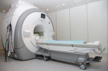 Правительство ограничило импорт дефибрилляторов и томографов