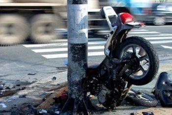 На выезде из Нижнего Тагила мотоцикл Yamaha врезался в столб (ФОТО)