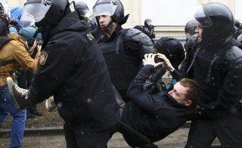 «Ведомости»: Более трети россиян одобрили митинги 26 марта