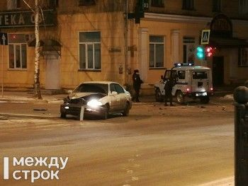 В Нижнем Тагиле полицейский УАЗ попал в ДТП
