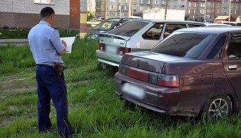 Свердловский областной суд отменил закон о штрафах за парковку на газоне
