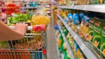В России собираются ограничить продажу хлеба, сыра и колбасы