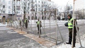 Полиция не пускает к посольству России в Киеве желающих проголосовать на выборах