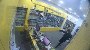 Житель Нижнего Тагила оказался членом банды налётчиков на магазины сотовой связи Екатеринбурга