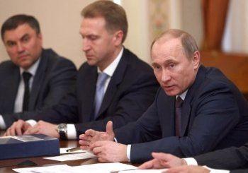 ВЦИОМ: 9 из 10 россиян верят окружению Путина