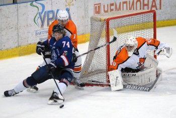 ХК «Спутник» поднялся на десятую строчку турнирной таблицы