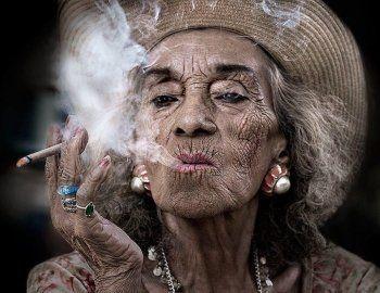 Депутаты Госдумы предложили не продавать женщинам сигареты