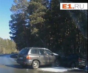 Пьяная женщина врезалась в машину полицейского (ВИДЕО)