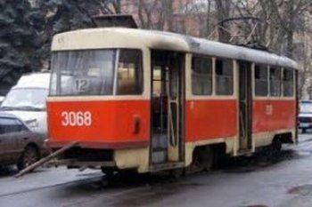 В центре Нижнего Тагила загорелся трамвай (ФОТО)